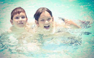 ¿Es segura el agua en la que se van a bañar tus hijos este verano?